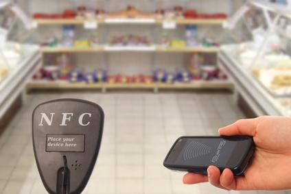 NFC Handy am Lesegerät